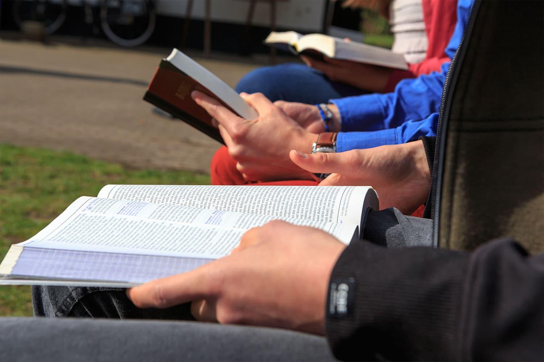 Bijbelschool Foundation 4 Life - Boeken